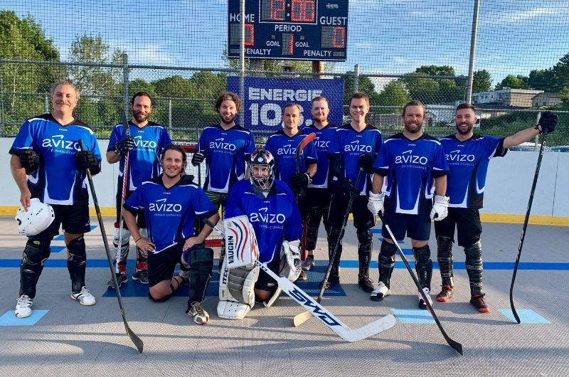 Photo de l'équipe de DEK hockey d'Avizo Experts-Conseils sur la patinoire
